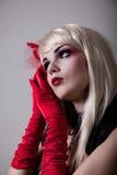 Portrait der Kabarettfrau mit roter Funkelnverfassung Stockfotografie