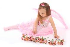 Portrait der kleinen Prinzessin in einem rosafarbenen Kleid lizenzfreie stockfotos