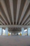 Portrait der konkreten Lichtstrahlbrücke Stockfotografie