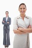 Portrait der lächelnden Geschäftsfrauaufstellung Lizenzfreie Stockbilder
