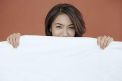 Portrait der lächelnden jungen Dame des Auges Lizenzfreies Stockfoto