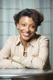 Portrait der lächelnden African-Americanfrau Stockfoto