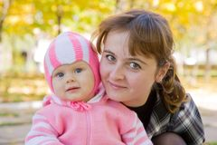 Portrait der Mutter mit Schätzchen I lizenzfreie stockbilder