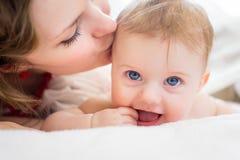 Portrait der Mutter und des Schätzchens Lizenzfreies Stockbild