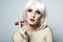Portrait der nackten eleganten Frau mit blondem hai Stockfotos
