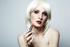 Portrait der nackten eleganten Frau mit blondem hai Lizenzfreies Stockfoto