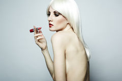 Portrait der nackten eleganten Frau mit blondem hai Stockbild