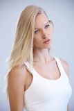 Portrait der recht blonden Frau stockbild