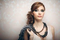Portrait der recht jungen Frau Stockfotografie