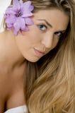 Portrait der reizend blonden Frau Stockfotos