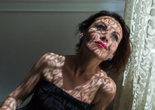 Portrait der reizend jungen Frau Lizenzfreie Stockfotos