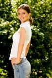 Portrait der reizenden jungen Frau lizenzfreie stockfotos