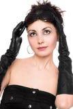 Portrait der reizenden jungen Frau in einem schwarzen Kleid Lizenzfreie Stockbilder