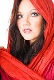 Portrait der reizvollen jungen Frau mit Kopftuch Stockbilder