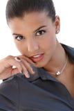 Portrait der reizvollen jungen Geschäftsfrau Stockfotografie