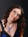 Portrait der reizvollen schönen Frau Stockfoto