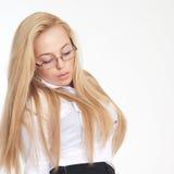 Portrait der schönen blonden jungen Frau Stockfotos