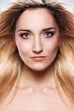Portrait der schönen Blondine Stockbilder