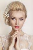 Portrait der schönen Braut Ein Fragment der Hochzeitsordnung Detail einer Eleganzfarbbandblume stockfotos