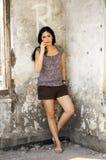 Portrait der schönen Frau an im Freien Stockfoto