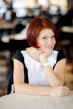 Portrait der schönen Frau mit dem roten Haar Lizenzfreie Stockbilder