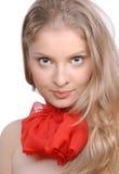 Portrait der schönen Frau mit rotem Bogen Stockfoto