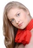 Portrait der schönen Frau mit rotem Bogen Lizenzfreie Stockfotografie