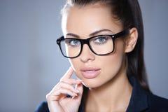 Portrait der schönen Geschäftsfrau Stockbilder