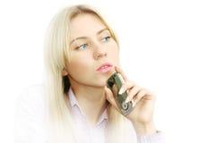 Portrait der schönen Geschäftsfrauen mit Telefon Lizenzfreies Stockfoto