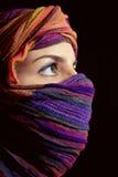 Portrait der schönen green-eyed Frau im hijab Lizenzfreie Stockbilder