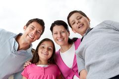 Portrait der schönen jungen Familie zusammen Stockbilder
