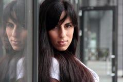Portrait der schönen jungen Frau Stockfotos