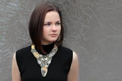 Portrait der schönen jungen Frau lizenzfreies stockfoto