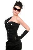 Portrait der schönen jungen Frau in einem schwarzen Kleid Lizenzfreie Stockfotos