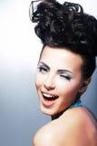 Portrait der schönen jungen lachenden Käuferfrau Lizenzfreie Stockfotos
