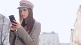 Portrait der schönen kaukasischen Frau stock video footage