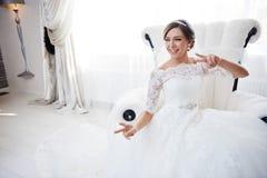 Portrait der schönen lächelnden Braut Lizenzfreie Stockbilder