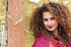 Portrait der schönen Zigeunerfrau Lizenzfreie Stockfotografie