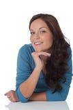 Portrait der schönen glücklichen braunen Haarfrau Stockfoto