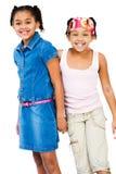Portrait der Stellung mit zwei Mädchen Stockbilder