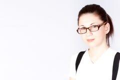 Portrait der tragenden Schauspiele der Geschäftsfrau Stockfotos