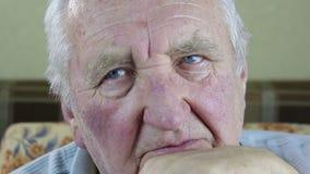 Portrait des älteren Mannes stock video footage