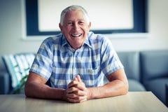 Portrait des älterer Mann-Lächelns stockbild