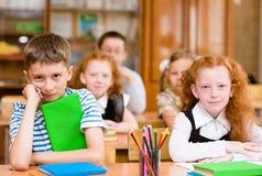 Portrait des écoliers heureux photographie stock