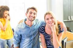 Portrait des étudiants universitaires heureux Photographie stock libre de droits
