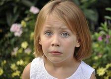 Portrait des überraschten jungen Mädchens Stockbild