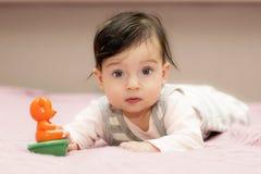 Portrait des Abschlusses des kleinen Mädchens oben lizenzfreie stockfotografie