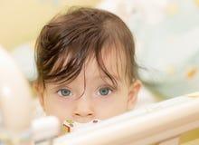 Portrait des Abschlusses des kleinen Mädchens oben Lizenzfreies Stockbild