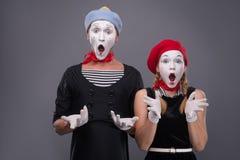 Portrait des ajouter drôles de pantomime aux visages blancs et Images libres de droits