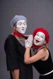 Portrait des ajouter drôles de pantomime aux visages blancs et Photos stock